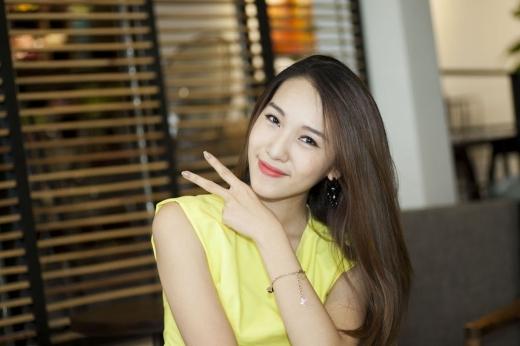 Nữ ca sĩ Hà Thành luôn tươi vui trong mọi khoảnh khắc.