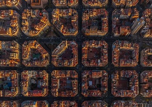 Như những mảnh ghép của trò chơi xếp hình, góc nhìn này của thành phố Barcelona gây ngạc nhiên cho không ít du khách.