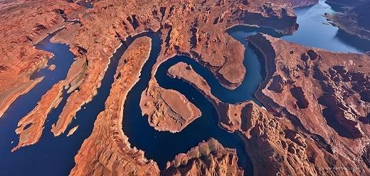 Thoạt nhìn, hồ Powell như một con rắn khổng lồ đang uốn mình đúng không?