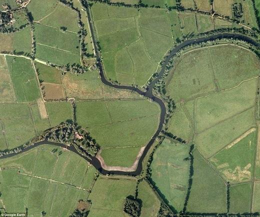 Hệ thống sông ngòi nối liền với nhau ở Norfolk poads không chỉ đẹp khi ngắm ở mặt đất mà còn trở nên thu hút khi nhìn từ trên cao.