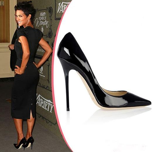 Với những cô gái lần đầu tiên hoặc không quen di chuyển trên giày cao thì nên lựa chọn giày có chiều cao trung bình 5-7cm. Không nên lựa chọn những đôi giày quá cao, gót nhọn mảnh và phần đế có độc dốc lớn.