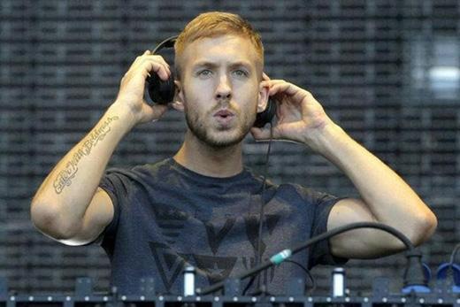 Calvin vừa là một ca sĩ, nhạc sĩ, DJ vừa là một nhà sản xuất âm nhạc.