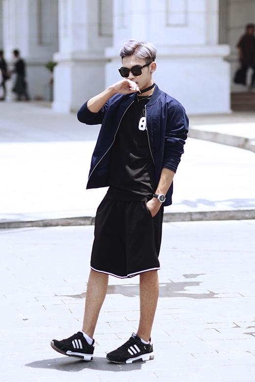 Với giới trẻ mộ điệu thời trang, Dương Minh Tuấn đã không còn quá xa lạ bởi hình ảnh của một fashionista. Anh chàng còn đang sở hữu một cửa hàng thời trang riêng.