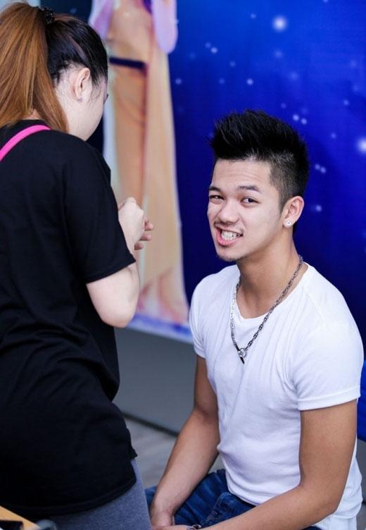 Quán quân Vietnam Idol 2015 - Trọng Hiếu thu hút mọi ánh nhìn bởi nụ cười sáng và đôi môi cực 'chất'. - Tin sao Viet - Tin tuc sao Viet - Scandal sao Viet - Tin tuc cua Sao - Tin cua Sao
