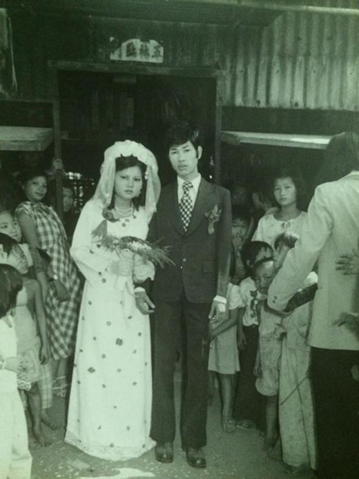 Bạn Tuyết Nhung chia sẻ: 'Đám cưới ba mẹ mình cách đây 33 năm rồi đó các bạn'.