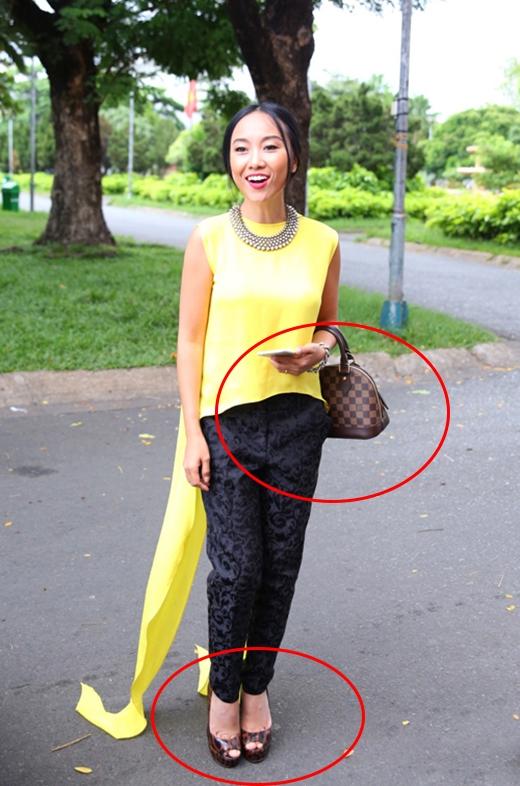 Liên tục mắc lỗi về trang phục, Đoan Trang còn giữ cả vị trí của nữ nghệ sĩ hay sử dụng phụ kiện lỗi mốt nhất. Dù nhận được khá nhiều ý kiến đóng góp nhưng bà mẹ một con dường như vẫn chưa chịu mặc đẹp.
