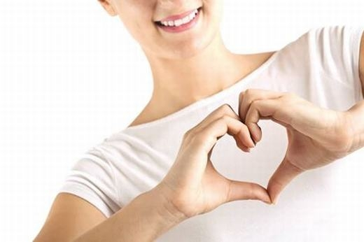 Tim phụ nữ đập nhanh hơn tim nam giới. Nguyên nhân là do tim phụ nữ nhỏ hơn, từ đó làm cho khối lượng máu tim bơm đi ít hơn. Vì vậy việc điều trị bệnh tim cho nam giới đôi khi cũng khác hơn so với phụ nữ.