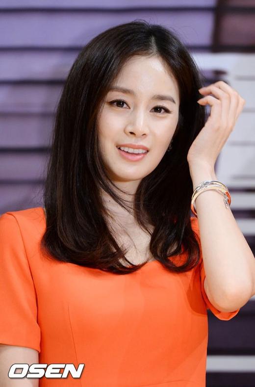 Kim Tae Heexinh đẹp trong buổi họp báo ra mắt phim Yong Pal mới đây.
