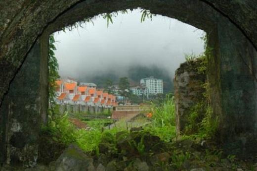 Đứng ở Cổng trời ngắm Tam Đảo cho bạn những phút giây bình yên và thư giãn.