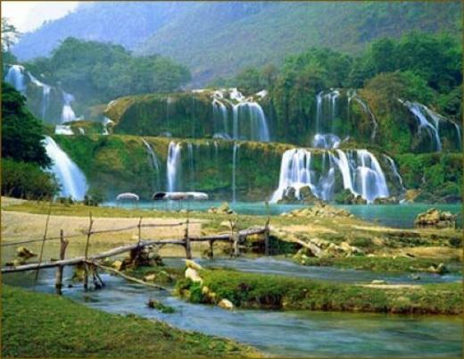 Cảnh đẹp như tranh vẽ của suối nước nóng lộ thiên Kim Bôi.