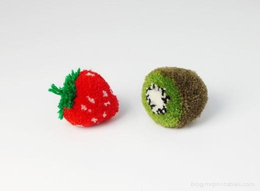 Mẫu hoàn chỉnh của kiwi và dâu tây.