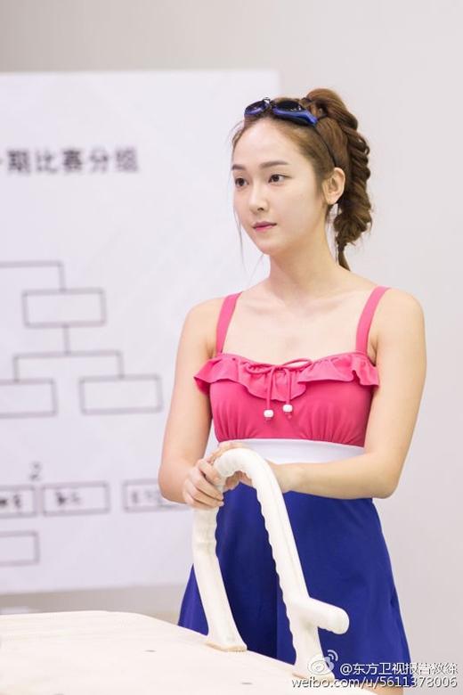 Hình ảnh mới nhất của Jessica trên chương trình giải trí Yes! Coach của Trung Quốc.