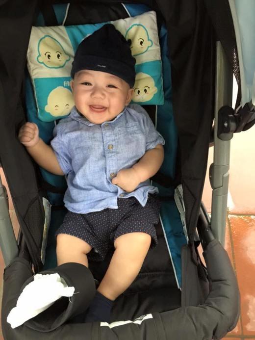 Mọi người nhận xét rằng cậu bé sở hữu đôi mắt biết cười vô cùng đẹp trai.