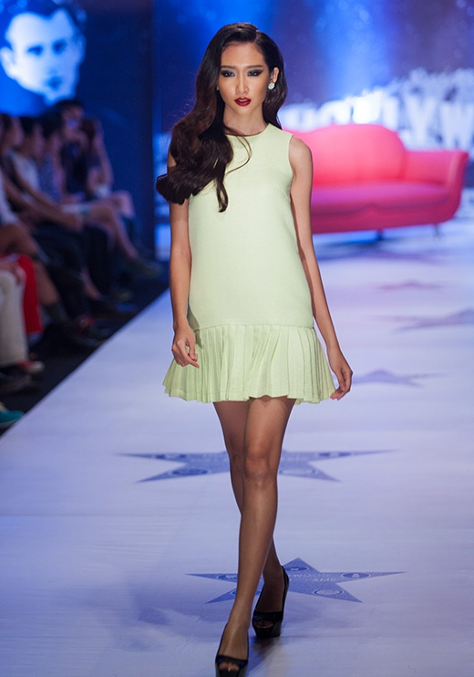 Phom váy chữ A năng động cho những ngày xuống phố với sắc xanh ngọt ngào, thanh mát.