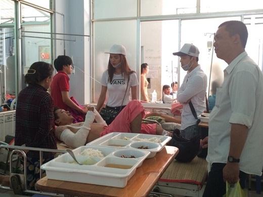 Hình ảnh cho thấy Ưng Hoàng Phúc và bạn gái Kim Cương đã vào thăm bạn Nguyễn Giàu - Tin sao Viet - Tin tuc sao Viet - Scandal sao Viet - Tin tuc cua Sao - Tin cua Sao