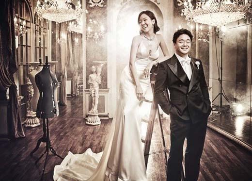 Vào tháng hai năm nay, công ti đại diện của So Yoo Jin thông báo rằng nữ diễn viên hiện đang mang thai đứa bé thứ hai và dự kiến sẽ chào đời vào tháng 9 sắp tới. Yoo Jin kết hôn cùng chồng là CEO Baek Jong Wonvào tháng 1/2013 và họ đã có một bé trai kháu khỉnh chào đời vào tháng 4/2014.