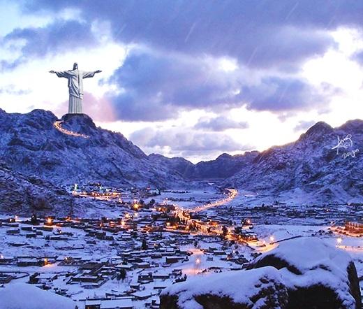 Tầm vóc của tượng Chúa Cứu Thế ở Brazil nay càng trở nên vĩ đại hơn khi đặt tạiSaint Catherine, Alexandria.