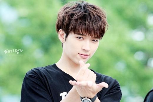 Không chỉ sở hữu gương mặt lãng tử, thư sinh, Woohyun (Infinite) còn chinh phục các fan nhờ giọng hát ngọt ngào đầy cảm xúc.