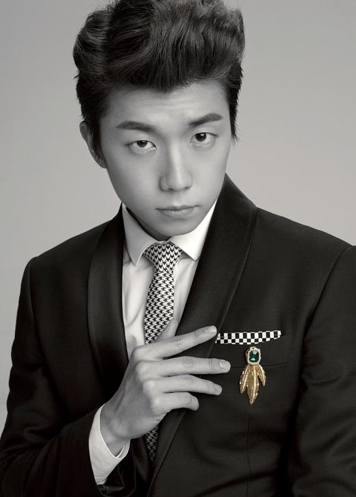 """Với hình tượng """"quái thú"""" mạnh mẽ từ khi mới ra mắt, không có gì khó hiểu khi 2PM lại khá phổ biến trong cộng đồng người đồng tính. Đặc biệt là Wooyoung với vẻ ngoài nam tính nhưng cũng không kém phần đáng yêu."""