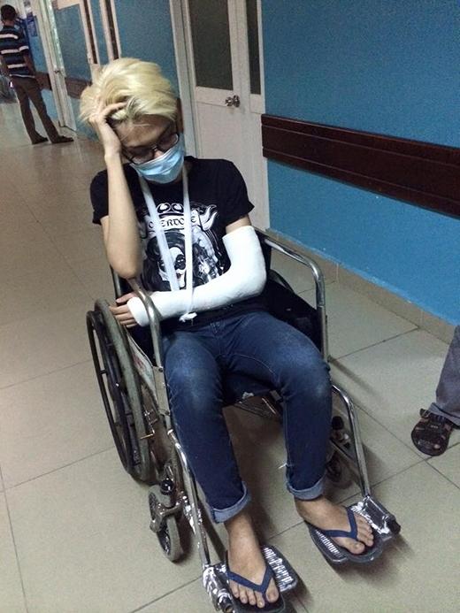 Hình ảnh Đào Bá Lộc xơ xác sau vụ tai nạn nghiêm trọng khiến người hâm mộ xót xa. - Tin sao Viet - Tin tuc sao Viet - Scandal sao Viet - Tin tuc cua Sao - Tin cua Sao