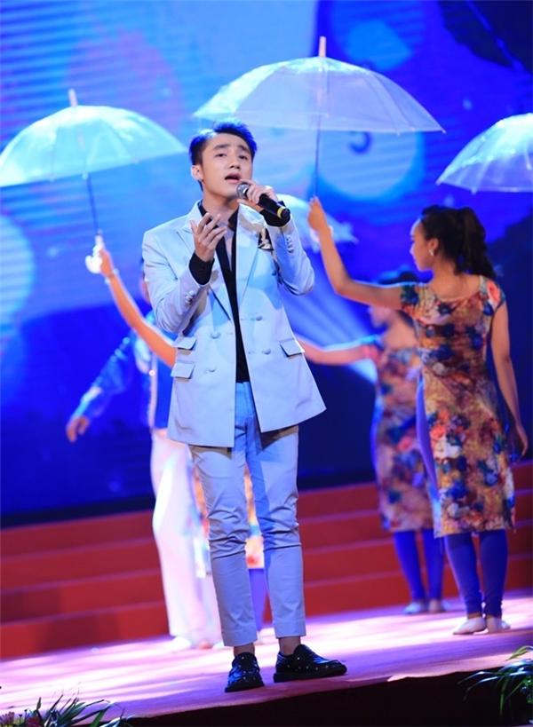Sơn Tùng M-TP biểu diễn trong chương trình nghệ thuật từ thiện 'Triệu vòng tay' diễn ra vào tối 9/8 - Tin sao Viet - Tin tuc sao Viet - Scandal sao Viet - Tin tuc cua Sao - Tin cua Sao