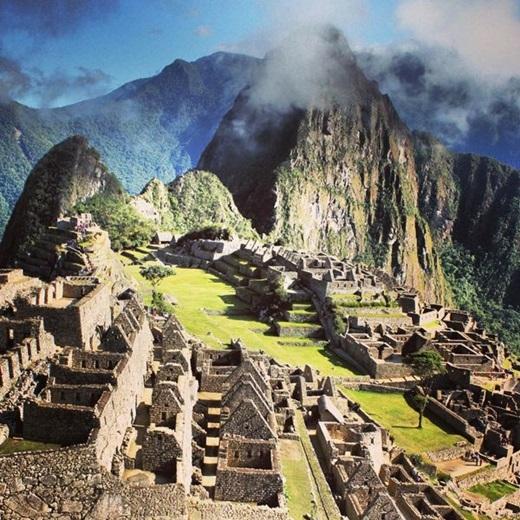 Machu Picchu! Đâylà phế tích thành phố cổ của người Inca nằm ở thung lũng Urubamba,Peru. Năm 1911, thành phố này đã nhận được sự chú ý của thế giới nhờ nhà khảo cổ học Hiram Bingham.