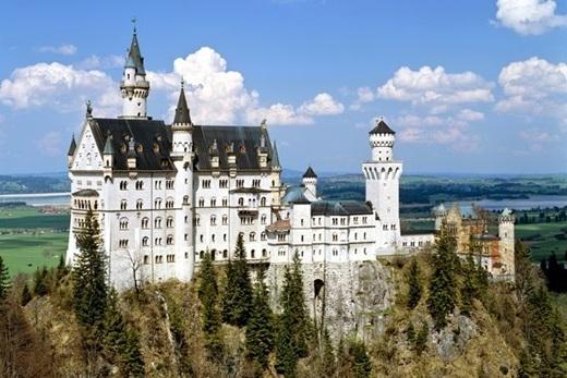 Neuschwanstein ở Bavaria, Đức chính là hiện thân của tòa lâu đài trong bộ phim hoạt hình đình đám một thời này.