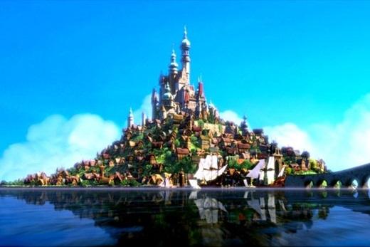 Lâu đài tráng lệ của công chúa tóc mây Rapunzel nằm trên một hòn đảo nhỏ.