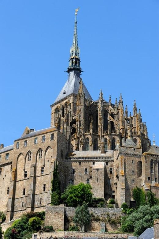 Mont Saint-Michel ở Normandy, Pháplà nguồn cảm hứng cho lâu đài của nàng công chúa trong bộ phim Tangled. Hiện người ta vẫn chưa biết được liệu trên đảo này có ai sở hữu mái tóc dài như nàng Rapunzel hay không.