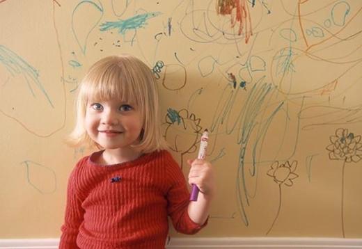 """Một điều chắc chắn rằng mọi bức tường trong nhà bạn sẽ nhanh chóng trở thành """"giấy vẽ""""."""