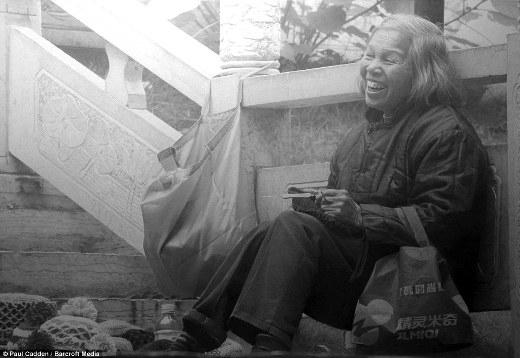 Bức tranh này được Paul sao chép lại từ một bức hình chính ông chụp một người phụ nữ 50 tuổi ở Trung Quốc, trong một lần ghé thăm đất nước này vào đầu năm.
