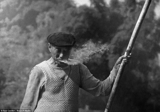 Làn khói thuốc từ bức tranh này trông rất thật. Không ai có thể nghĩ đây là bức tranh vẽ.