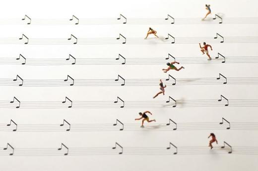Cuộc chạy đua ma-ra-tông trên những khuông nhạc.