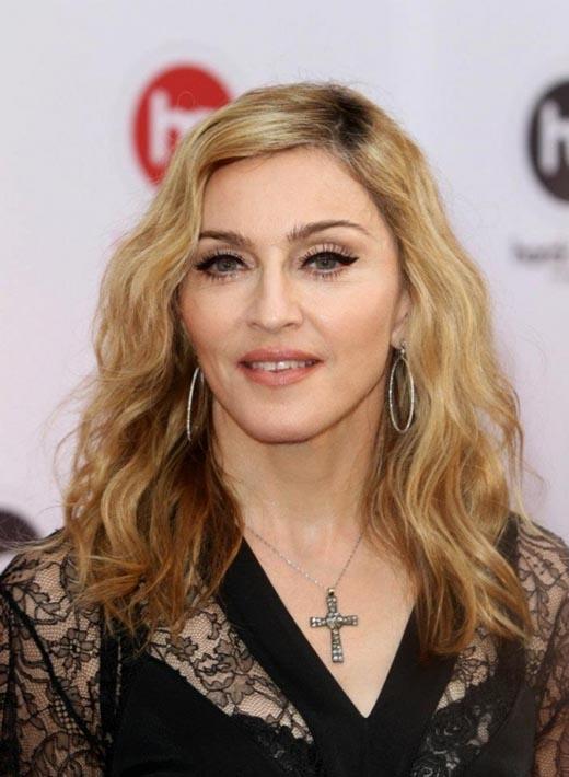 """Ngôi sao Madonna lại bị mỉa mai là """"hàng hiếm"""" khi có thái độ khiếm nhã trên máy bay."""