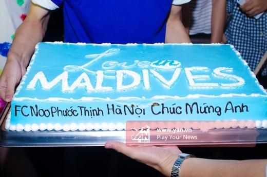 FC Noo Phước Thịnh tại Hà Nội rất chu đáo khi chuẩn bị bánh kem và hoa cho nam ca sĩ. - Tin sao Viet - Tin tuc sao Viet - Scandal sao Viet - Tin tuc cua Sao - Tin cua Sao