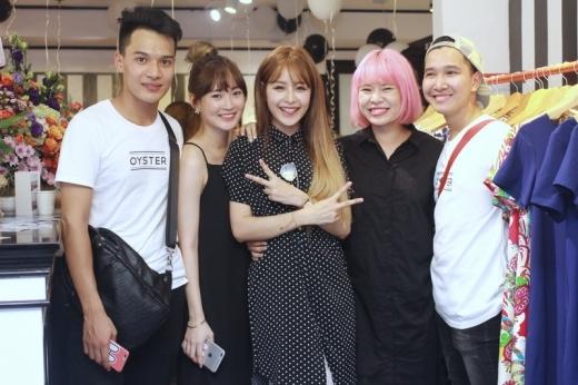 Chi Pu có dịp tái ngộ với những người bạn thân thiết tại Hà Nội, đặc biệt là hot girlSun Ht. - Tin sao Viet - Tin tuc sao Viet - Scandal sao Viet - Tin tuc cua Sao - Tin cua Sao