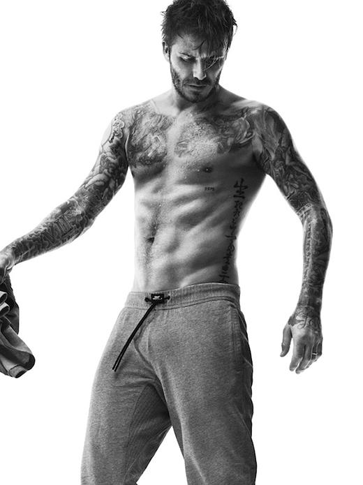 """Theo một khảo sát, khi nhắc đến cụm từ """"sao nam xăm mình nóng bỏng"""", kết quả được nhiều người nghĩ đến nhất chính là cựu danh thủ nổi tiếng Beckham."""