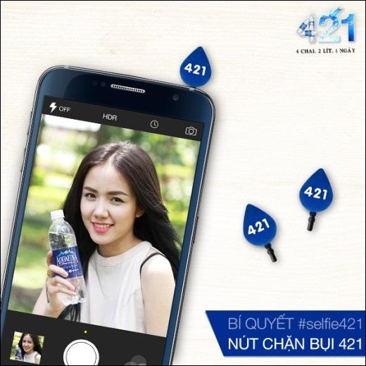 """Hot girl Phương Ly với bí quyết cho việc uống nước khi """"selfie"""" chính là nút chặn bụi nhỏ xinh 421."""