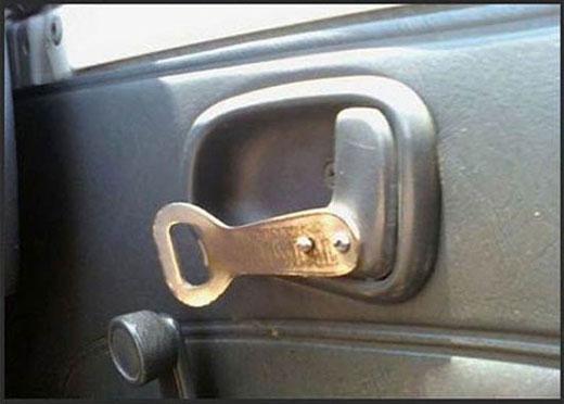 Đồ khui nước ngọt 'thần thánh' nay đã trở thành cần gạt cửa xe hơi.