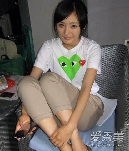 Dương Mịch vốn rất xinh xắn, đáng yêu. So với những hình ảnh lung linh nhờ son phấn thìđời thường, trông nữ diễn viên trẻ trung và gần gũi hơn rất nhiều.