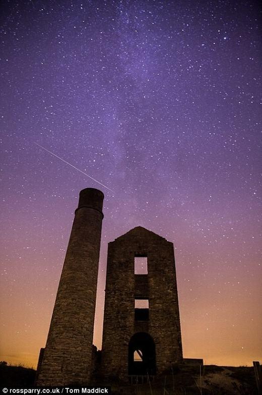 Vùng Derbyshire, miền Trung nước Anh cũng đã được chứng kiến những vệt sáng đẹp mắt.