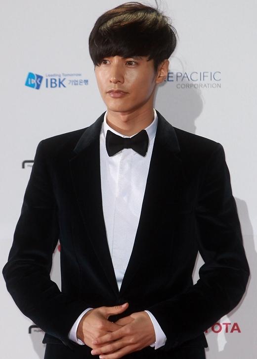 Trước khi chạm ngõ môn nghệ thuật thứ 7, Won Bin từng phải làm việc trong xưởng sửa chữa ô tô để trang trải chi phí sinh hoạt hằng ngày. Khi đó, thay vì diễn viên nổi tiếng, mơ ước của nam tài tử điển trai là trở thành tay đua chuyên nghiệp.