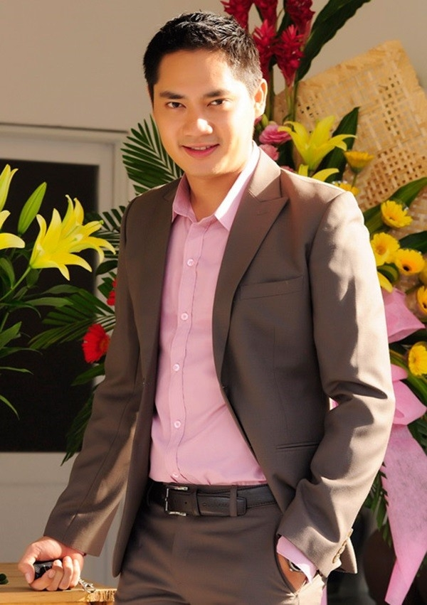 Trong phim Mật mã chuông gió của đạo diễn Trương Dũng, Minh Luân vào vaimột giám đốc kinh doanh ngành dược. - Tin sao Viet - Tin tuc sao Viet - Scandal sao Viet - Tin tuc cua Sao - Tin cua Sao