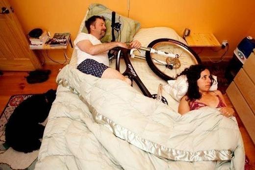 """""""Vợ thì vợ mà xe thì xe, cái nào yêu nhiều hơn thì ôm cái đó ngủ nhé!"""""""