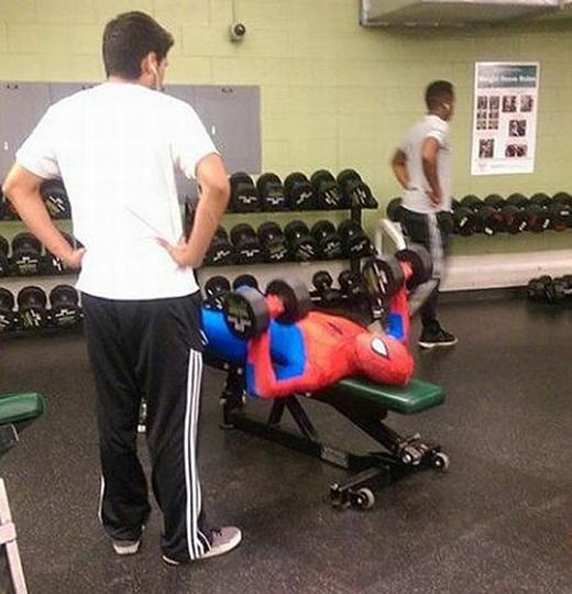 """""""Người nhện cũng cần tập gym chứ!""""."""