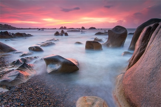 Bãi đá Cổ Dương đầy ma mị nhưng cũng cực kì quyến rũ dưới ánh hoàng hôn.