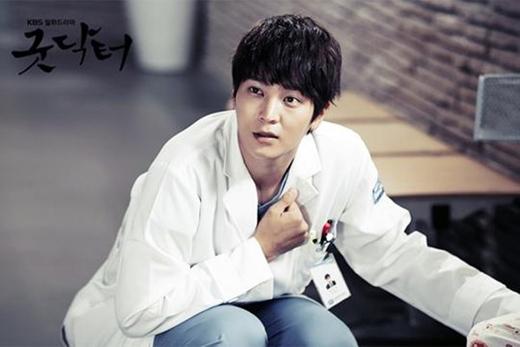 Joo Wonđã từng hóa thân thành một bác sĩ nhút nhát mắc chứng bệnh thiên tài. Thế nhưng anh lại là một vị bác sĩ tốt bụng, giàu lòng nhân ái trong bộ phimGood Doctor.
