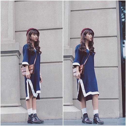 Đơn giản, nhẹ nhàng nhưng vẫn thu hút với váy phom suông xẻ tà cao. Với bộ trang phục này Quỳnh Anh Shyn làm gợi nhớ hình ảnh chú bé đưa thư đáng yêu của những năm tháng xưa cũ.