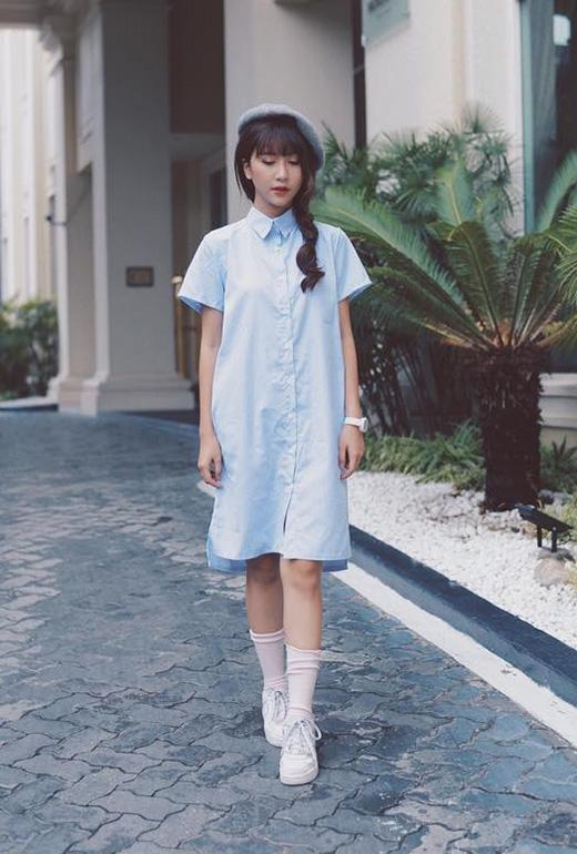 Sự hòa quyện tuyệt đối giữa ba tông màu: xanh, xám, trắng làm cho các cô gái trở nên tươi mới, rạng rỡ hơn dù chỉ diện những trang phục thật đơn giản.