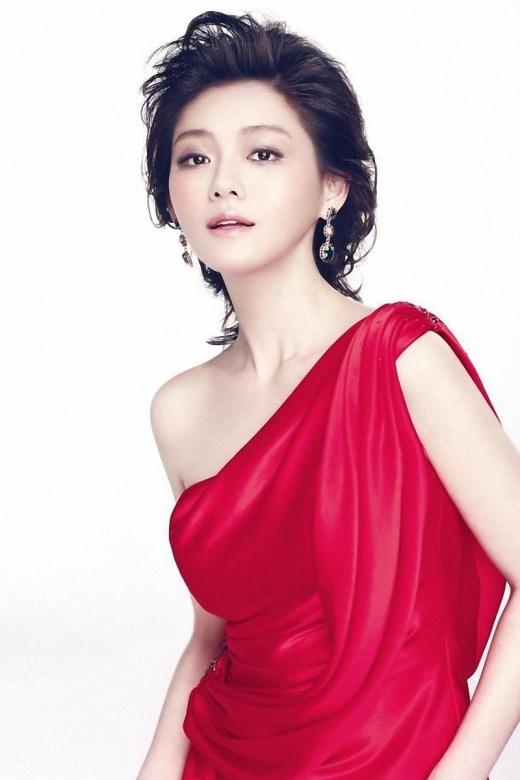 Từ Hy Viên (3,1 tỉ đồng): Nổi lên từ bộ phim Vườn Sao Băng, dù đã nhiều năm trôi qua nhưng Từ Hy Viên vẫn giữ vững danh hiệu nhất tỉ của dòng phim truyền hình Đài Loan. Đến nay tuy đã kết hôn và có con nhưng cô vẫn được rất nhiều đại gia quan tâm, săn đón.